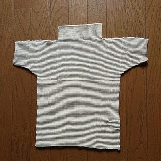 イッセイミヤケ(ISSEY MIYAKE)のイッセイミヤケ 、ミルキー色プリーツ半袖タートルTシャツセーター(シャツ/ブラウス(半袖/袖なし))