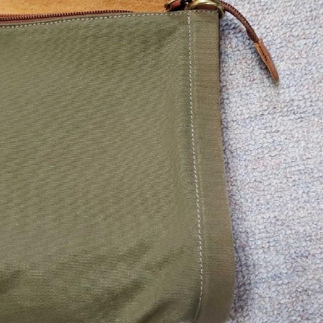 IL BISONTE(イルビゾンテ)のIL BISONTE ショルダー カーキ メンズのバッグ(ショルダーバッグ)の商品写真