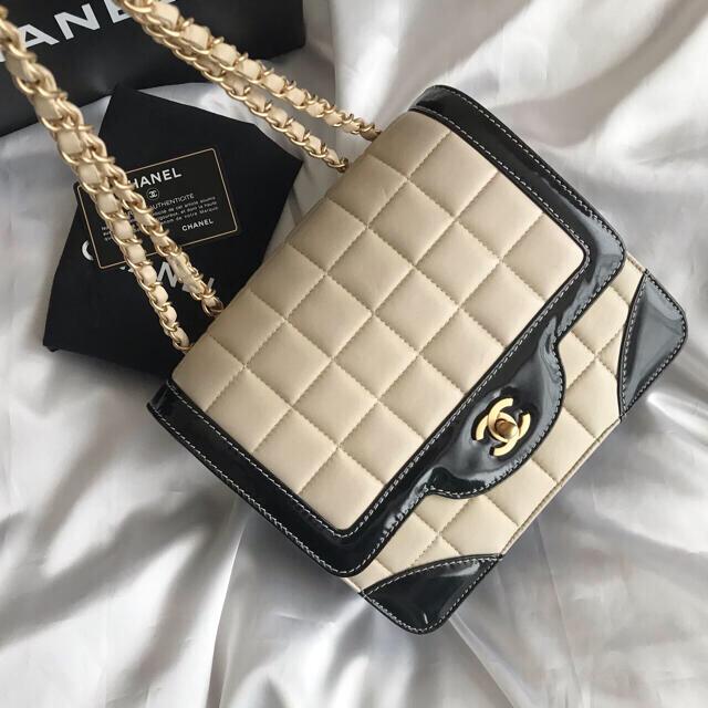 CHANEL(シャネル)の美品♡シャネル CHANEL チョコバー バイカラー チェーンショルダーバッグ  レディースのバッグ(ショルダーバッグ)の商品写真