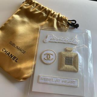 CHANEL - 【2点セット】シャネル ノベルティ 刺繍ステッカー&CHANELゴールド巾着袋