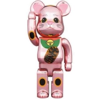 メディコムトイ(MEDICOM TOY)のBE@RBRICK 招き猫 桃金メッキ 発光 400% 1体(キャラクターグッズ)