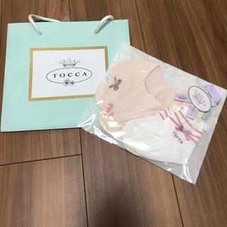 トッカ(TOCCA)のなぁちゃん様専用【新品】tocca リボンスタイ+靴下 セット(ベビースタイ/よだれかけ)
