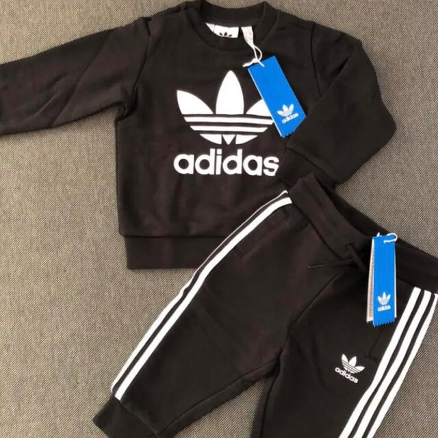 adidas(アディダス)のブラック80cm adidas originals スウェットセットアップ キッズ/ベビー/マタニティのベビー服(~85cm)(トレーナー)の商品写真