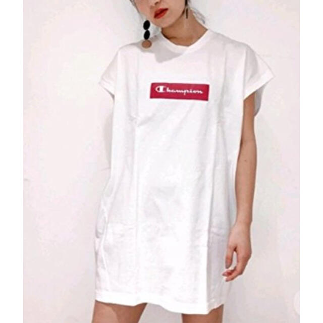 EMODA(エモダ)のGW価格 チャンピオン EMODAコラボTシャツ レディースのトップス(Tシャツ(半袖/袖なし))の商品写真