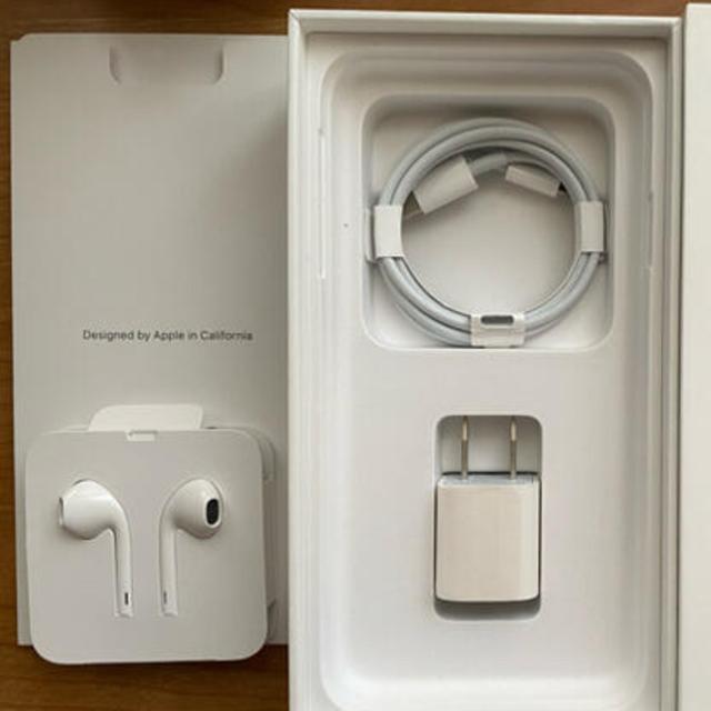 Apple(アップル)のiPhoneのイヤホンと充電器 スマホ/家電/カメラのスマホアクセサリー(その他)の商品写真