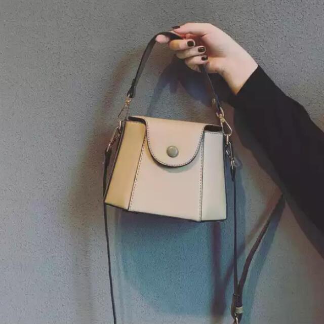 GOGOSING(ゴゴシング)のCOCOBALLボタンバック レディースのバッグ(ショルダーバッグ)の商品写真