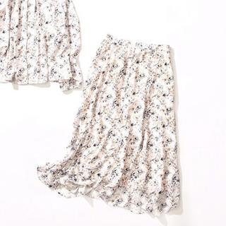 ストラ(Stola.)のMAKO様専用★フラワースカート ➕ニットマフラー(ひざ丈スカート)