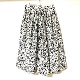 SPINNS - モノトーンのふんわりロングスカート