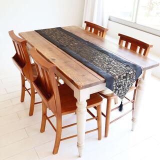 テーブルランナー タッセル付き(180×33cm, ブラック&ゴールド)(ローテーブル)