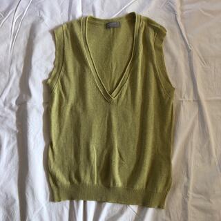 マーガレットハウエル(MARGARET HOWELL)のMARGARET HOWELL 黄緑 ベスト 薄手 麻50% 綿50%(ベスト/ジレ)