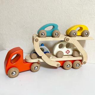 ボーネルンド(BorneLund)のボーネルンド 木製玩具 車を運ぶトラック(電車のおもちゃ/車)
