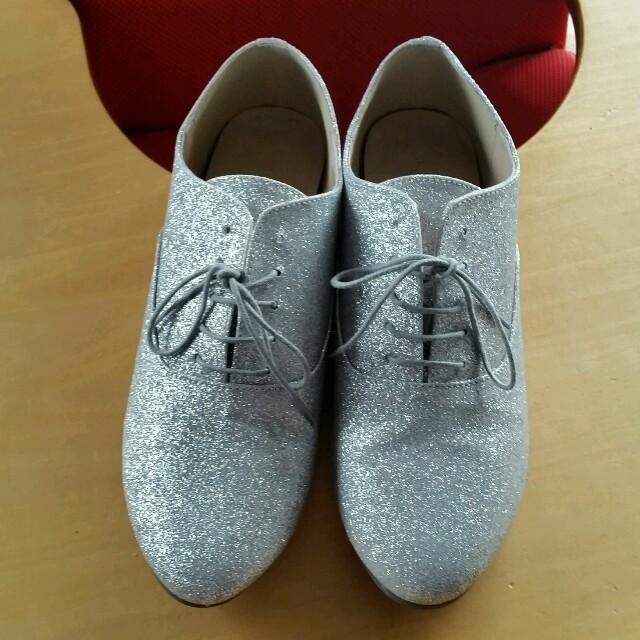 GLOBAL WORK(グローバルワーク)のGLOBAL WORK シルバーラメ ドレスシューズ レディースの靴/シューズ(ハイヒール/パンプス)の商品写真