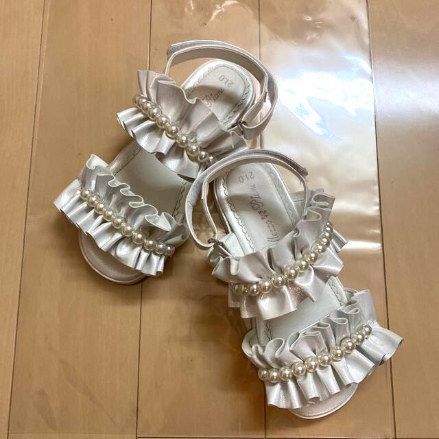 mezzo piano(メゾピアノ)のメゾピアノ 【美品】♡フリル♡ キッズ/ベビー/マタニティのキッズ靴/シューズ(15cm~)(サンダル)の商品写真