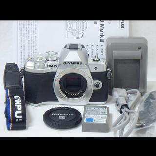 OLYMPUS - 美品OLYMPUSミラーレス一眼OM-D E-M10 Mark III シルバー