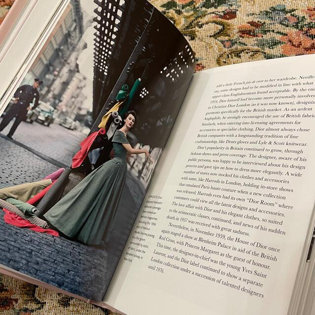 Christian Dior(クリスチャンディオール)の新品 DIOR ディオール 洋書 ファッションブック クリスチャン・ディオール エンタメ/ホビーの本(洋書)の商品写真
