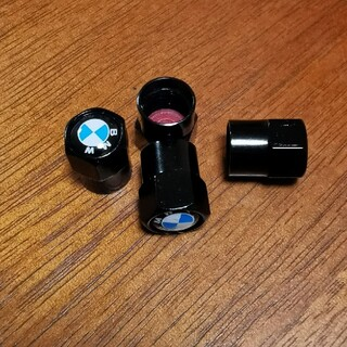BMW用アルミエアバルブキャップ、ブラックとシルバーがあります。 (車外アクセサリ)