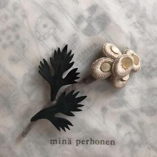 ミナペルホネン(mina perhonen)のミナペルホネン💐コサージュ sieste  beige  【新品未使用】(ブローチ/コサージュ)