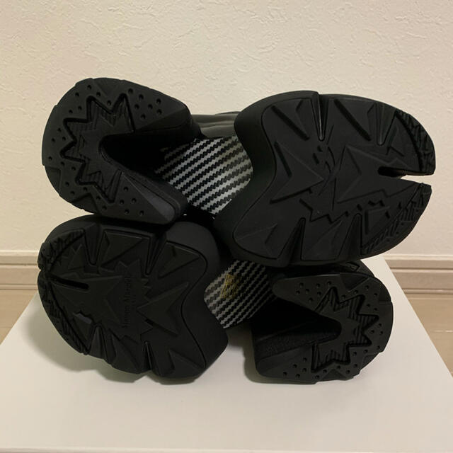 Maison Martin Margiela(マルタンマルジェラ)の黒 Maison Margiela Reebok Tabi Instapump レディースの靴/シューズ(ブーツ)の商品写真