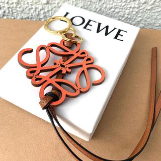 ロエベ(LOEWE)の新品ロエベ正規品アナグラムレザーチャーム大人気品薄カラー(キーホルダー)