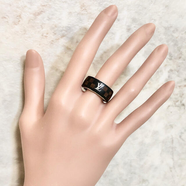 LOUIS VUITTON(ルイヴィトン)の正規品 ヴィトン 指輪 ダミエ ウッド 木 シルバー 市松模様 58 リング 黒 メンズのアクセサリー(リング(指輪))の商品写真