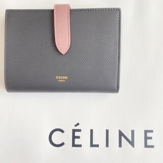 celine - ラスト1【新品】CELINE ストラップ ミディアム グレー×ピンク 折り財布