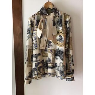 ポールハーデン(Paul Harnden)のALISTER MACKIE タイ付きシルクプリントシャツ(シャツ)