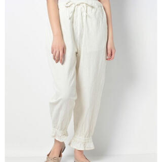 SM2 - 裾絞り 白ズボン