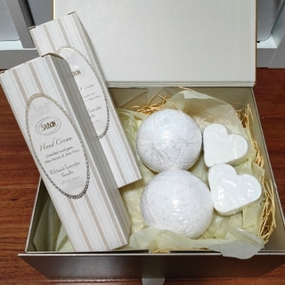 SABON - sabon ハンドクリーム、ハートソープ、バスボールギフトボックス