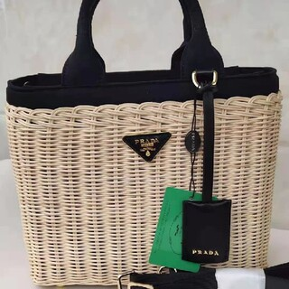 PRADA - 【期間限定特売】★PRADA★黒いカゴのバッグ
