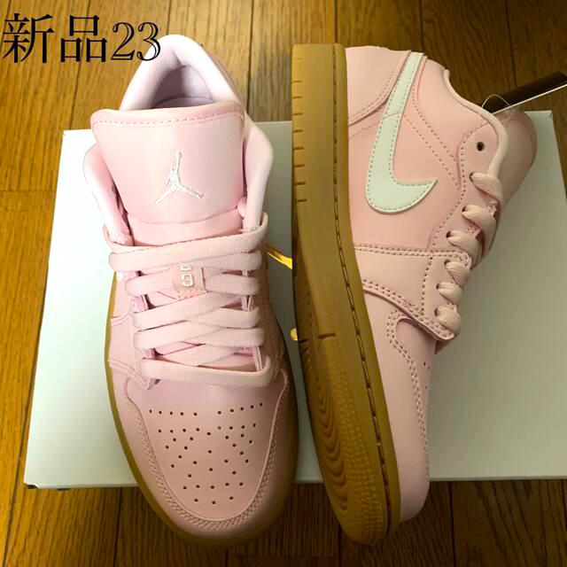 NIKE(ナイキ)のナイキ ウィメンズ エアジョーダン1 ロー ピンク/ガムライトブラウン レディースの靴/シューズ(スニーカー)の商品写真