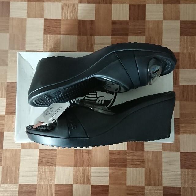 crocs(クロックス)の【ティンクさん専用】クロックス ササリー  ブラック  W9 レディースの靴/シューズ(サンダル)の商品写真