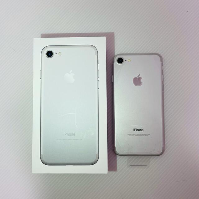 Apple(アップル)のiPhone7 32GB SoftBank  スマホ/家電/カメラのスマートフォン/携帯電話(スマートフォン本体)の商品写真