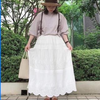 サマンサモスモス(SM2)のツハル バイ サマンサモスモス TSUHARU 刺繍スカラップスカート オフ(ロングスカート)