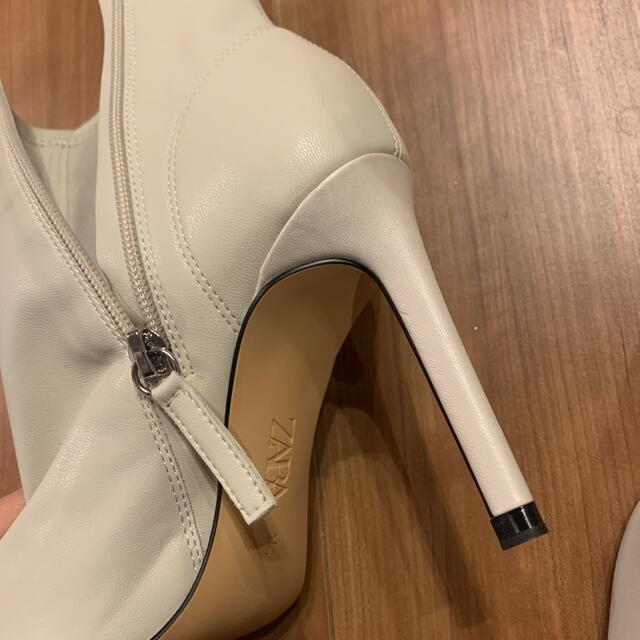 ZARA(ザラ)の《ZARA》ポインテッドトゥブーツ 36 レディースの靴/シューズ(ブーツ)の商品写真