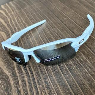 オークリー(Oakley)のフラック 2.0 ホワイト 偏光 プリズム ブラック オークリー サングラス 白(ウエア)