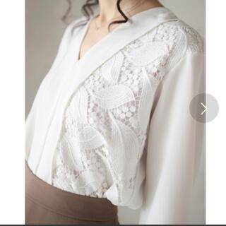 カワイイ(cawaii)のリーフ刺繍が織りなすシンプルなブラウス ¥15,400(シャツ/ブラウス(長袖/七分))