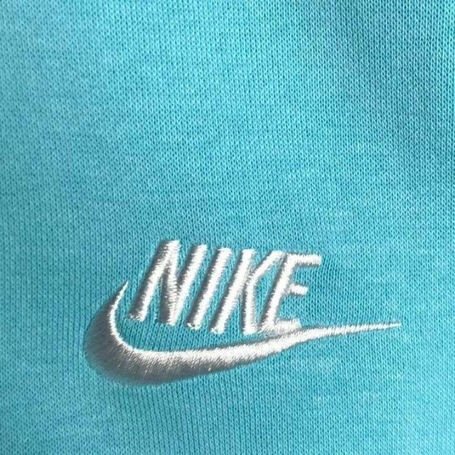 NIKE(ナイキ)の【新品・タグ付き】NIKE 刺繍ロゴ 超希少カラー スウェット 入手困難 希少 メンズのトップス(スウェット)の商品写真