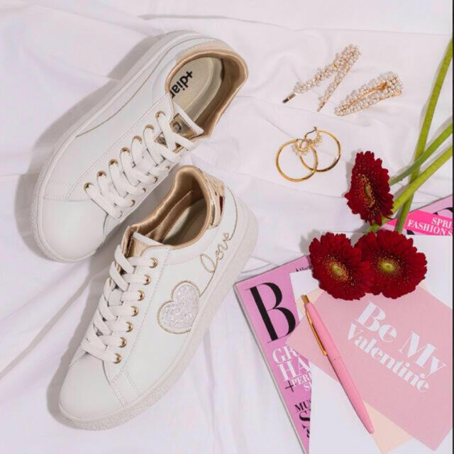 DIANA(ダイアナ)の新品未使用♡ダイアナ バレンタイン限定 スニーカー レディースの靴/シューズ(スニーカー)の商品写真