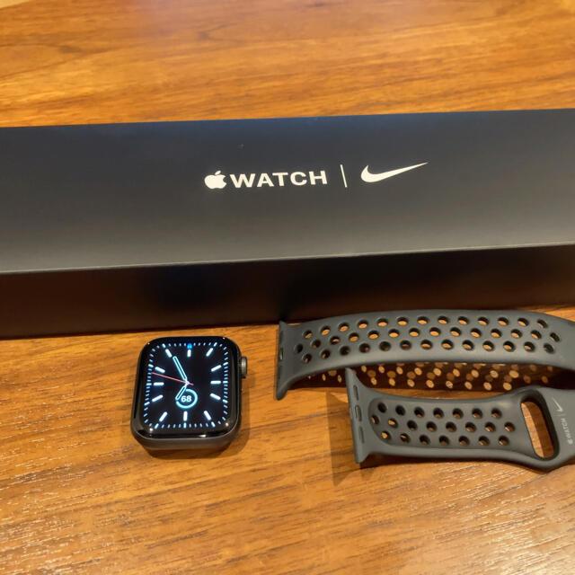 Apple Watch(アップルウォッチ)の《美品》Apple Watch Nike SE(GPSモデル)- 40mm メンズの時計(腕時計(デジタル))の商品写真