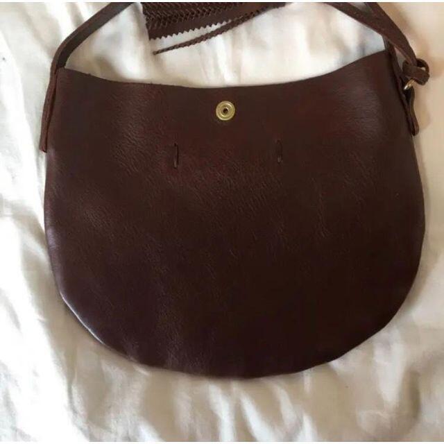 IL BISONTE(イルビゾンテ)の【極美品】 イルビゾンテ ショルダーバッグ ビッグロゴ フリンジ レディースのバッグ(ショルダーバッグ)の商品写真