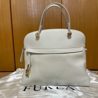 フルラ(Furla)のフルラ  パイパー M  ホワイト(ハンドバッグ)