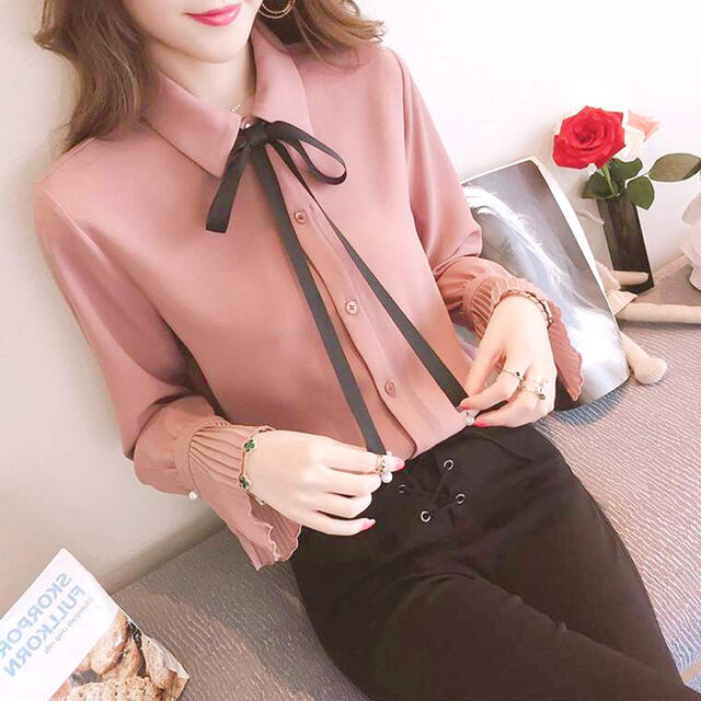 Lily Brown(リリーブラウン)のリボンプリーツ袖ブラウス レディースのトップス(シャツ/ブラウス(長袖/七分))の商品写真