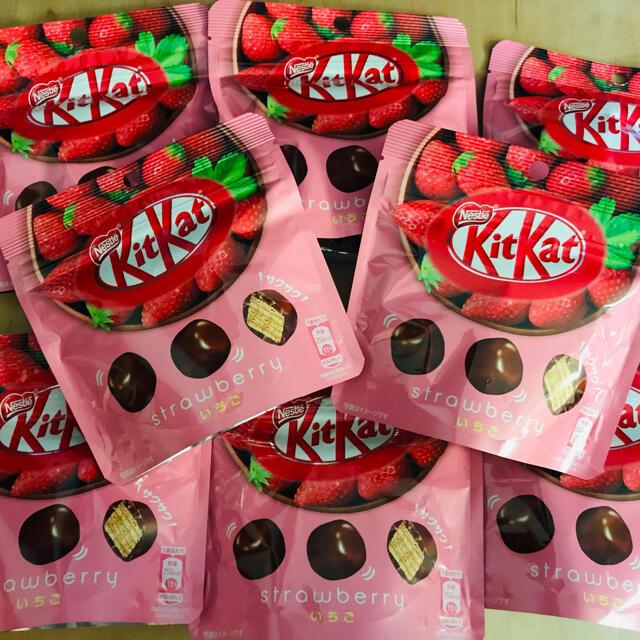 Nestle(ネスレ)の《サクサク♡苺♡チョコ 8袋セット》キットカット ストロベリー 食品/飲料/酒の食品(菓子/デザート)の商品写真
