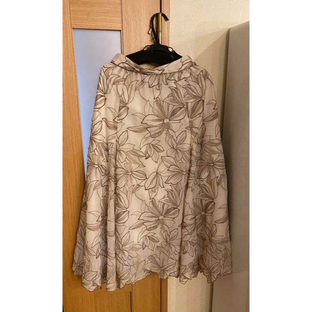 Apuweiser-riche(アプワイザーリッシェ)の【タグ付き】Apuweiser-riche エアリー刺繡ロングスカート レディースのスカート(ロングスカート)の商品写真