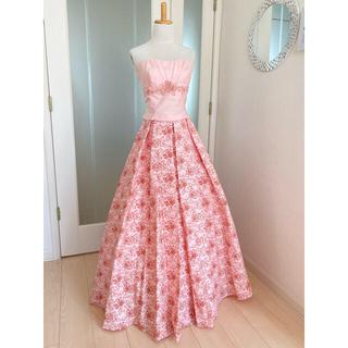 エメ(AIMER)のAIMER 13号ドレス 一度のみ着用 サーモンピンク・ベビーピンク 薔薇柄(ロングドレス)