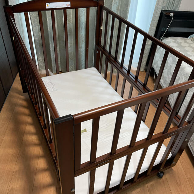 ヤマサキ スリーオープン ベビーベッド キッズ/ベビー/マタニティの寝具/家具(ベビーベッド)の商品写真