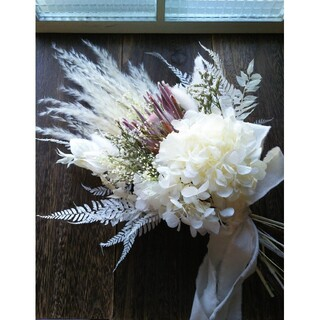 プロテアとホワイト紫陽花のスワッグ ブーケ(ドライフラワー)