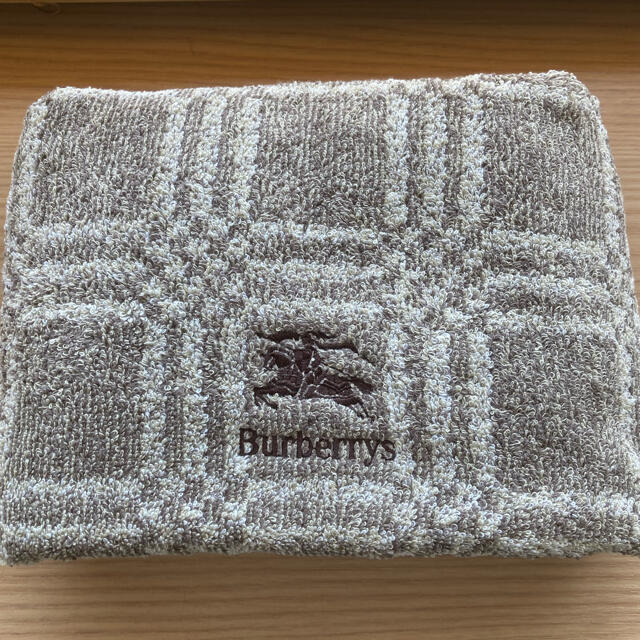 BURBERRY(バーバリー)のBurberryバーバリーバスタオル インテリア/住まい/日用品の日用品/生活雑貨/旅行(タオル/バス用品)の商品写真