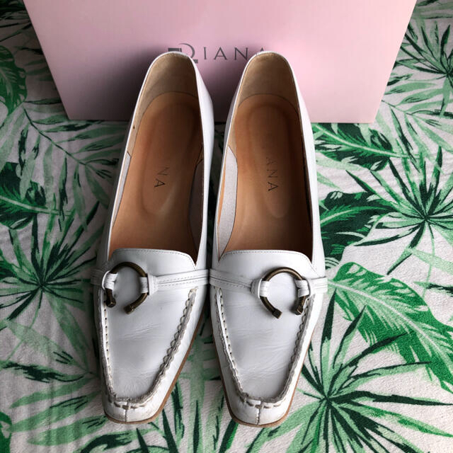 DIANA(ダイアナ)の★専用★DIANA ダイアナ  オシャレなローファー 白 レディースの靴/シューズ(ローファー/革靴)の商品写真