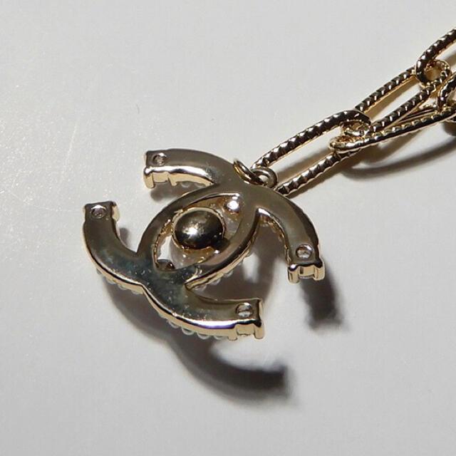 CHANEL(シャネル)の新品・未使用 ネックレス CHANE シャネル ゴールド ブラック ロゴ レディースのアクセサリー(ネックレス)の商品写真